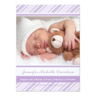 Le pourpre barre des annonces de naissance de bébé invitations personnalisées
