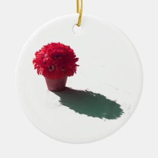 Le rouge fleurit le seau et l'ombre blancs ornement rond en céramique