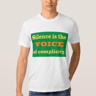 Le silence est la voix de la complicité tshirts