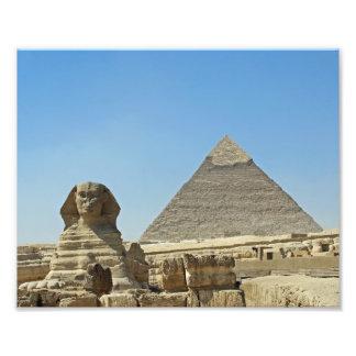 Le sphinx avec des pyramides tirage photo