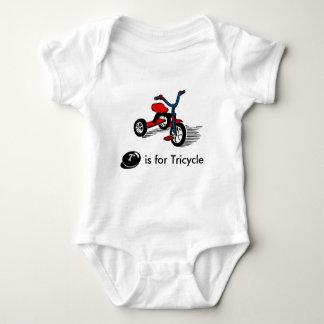 Le tricycle mignon badine le T-shirt
