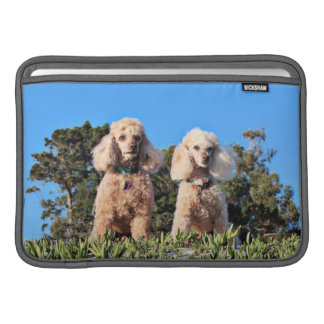 Leach - Poodles - Romeo Remy Sleeve For MacBook Air