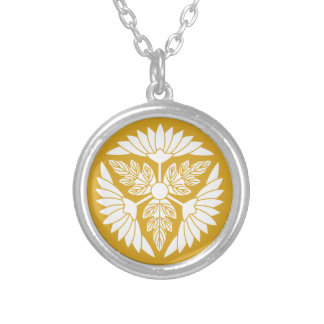Leaf attaching chrysanthemum car silver plated necklace