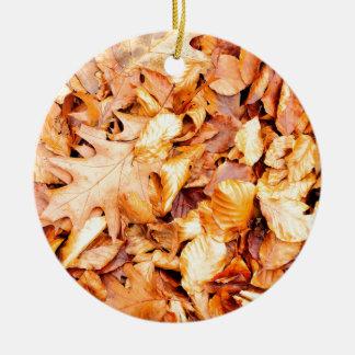Leaves background round ceramic ornament