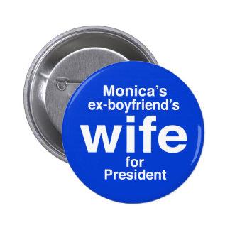 """""""L'épouse des ex-amis de Monica… """"2,25 pouces Macaron Rond 5 Cm"""