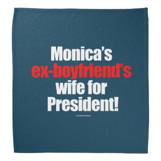 L'épouse des ex-amis de Monica pour le président Bandanas