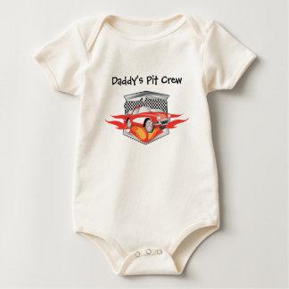 L'équipe du stand de ravitaillement du papa body pour bébé