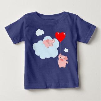Les ailes du T-shirt de bébé d'amour (porcs de