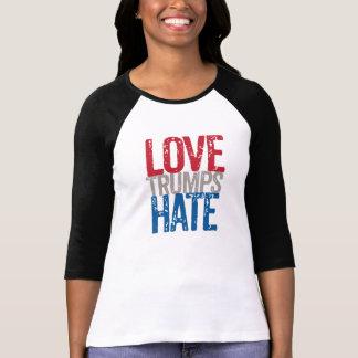 Les atouts d'amour détestent la longue douille tee shirt