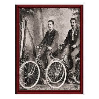 Les bicyclettes vintages des messieurs carte postale