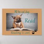 Les chiens frais ont lu l'affiche d'instruction