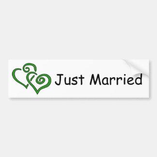 Les doubles coeurs verts ont juste épousé l'adhési autocollant de voiture