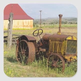 Les Etats-Unis, Orégon, Shaniko. Tracteur vintage Sticker Carré