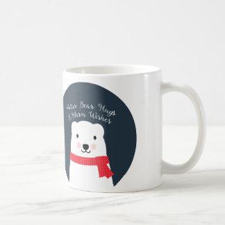Les étreintes d'ours blanc et chauffent des mug blanc