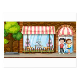 Les gens traînant au magasin de boulangerie cartes postales