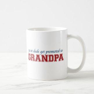 Les grands papas obtiennent favorisés au grand-pap mug blanc