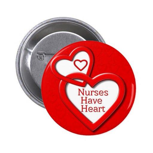 Les infirmières ont des coeurs de rouge de coeur badge avec épingle