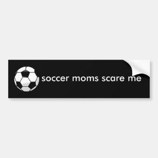 les mamans du football m'effrayent autocollant de voiture