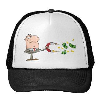 L'homme d'affaires utilisant un aimant attire l'ar casquette