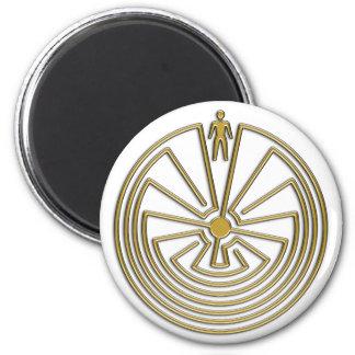 L'homme dans le labyrinthe - or magnet rond 8 cm