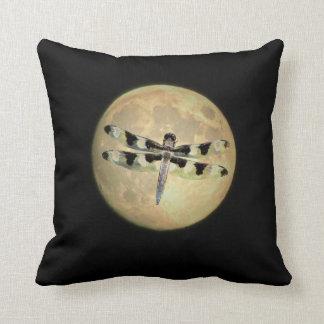 Libellule de pleine lune coussin décoratif