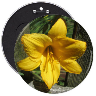 Lily Yellow Weathered Fence Pin
