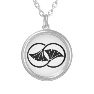 Linked ginkgo leaf circles silver plated necklace