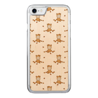 Little Autumn Babies in Falling Leaves Carved iPhone 8/7 Case