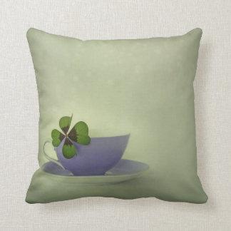 little luck throw pillow (Four leaf clover)