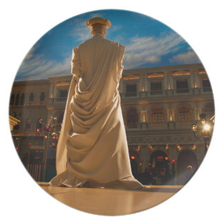 Living Statue Plate
