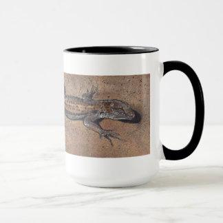 """Lizard on Sand"" Realistic Reptile Mug"