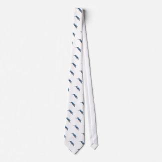 L'oiseau de martin-pêcheur attache des cravates