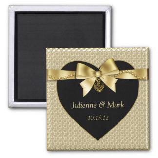 L'or perle le ruban sur l'aimant noir magnet carré