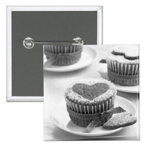 love cupcake pin