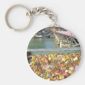 Love locks basic round button keychain