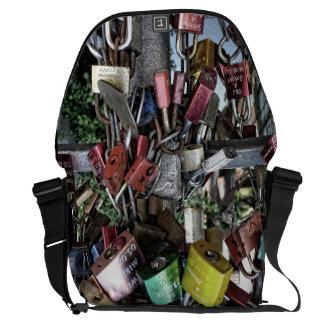 Love locks (Liebesschlösser) Commuter Bag