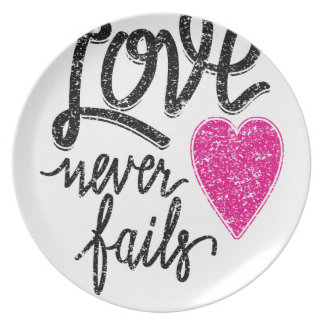 love never fails, vintage heart party plates