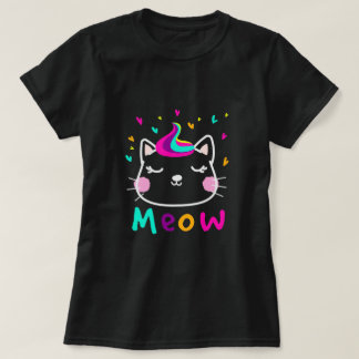 Lovely colorful cat background with hearts t-shirt
