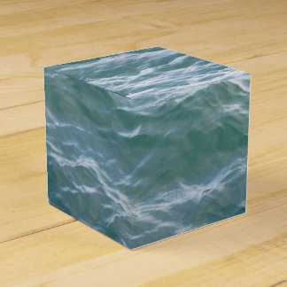 LOVELY WATER WAVES FAVOR BOX