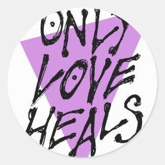 LOVES-HEAL CLASSIC ROUND STICKER
