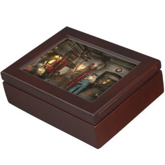Machinist - Government approved 1919 Keepsake Box