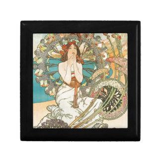 Maiden in Prayer Gift Box