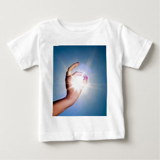 main autour du soleil tee shirt