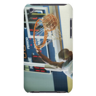 Man slam dunking basketball iPod touch Case-Mate case