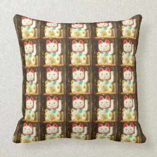 Maneki-neko, Winke-Glueckskatzen, Winkekatze Throw Pillow