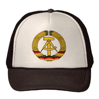 Manteau de l Allemagne de l Est des bras du joint Casquette