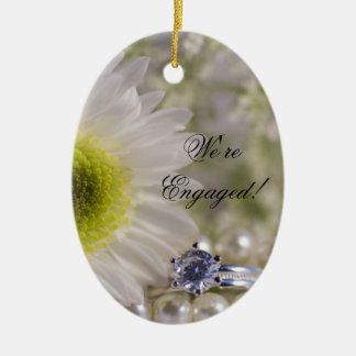 Marguerite et ornement d'ovale de fiançailles de