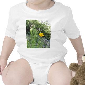 Marguerite jaune et iris blancs t-shirts