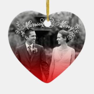 Marié et joyeux ornement cœur en céramique