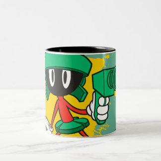 Marvin avec l'arme à feu mug bicolore